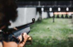 treinamento de tiro com arma de fogo